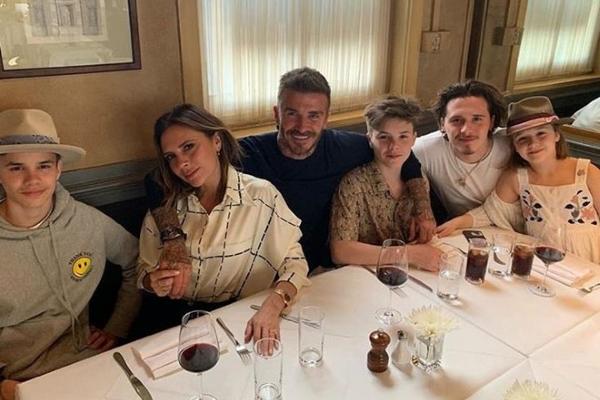 David Beckham hạnh phúc đón sinh nhật cùng vợ con