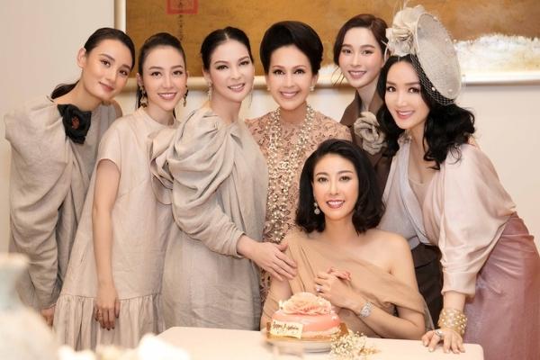 Hoa hậu Hà Kiều Anh đón tuổi mới bên chồng và dàn sao Việt
