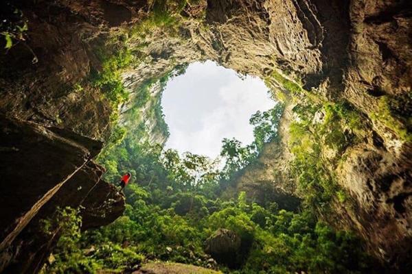 Tìm thấy lối ra ở hố sụt 'cao nhất Việt Nam'