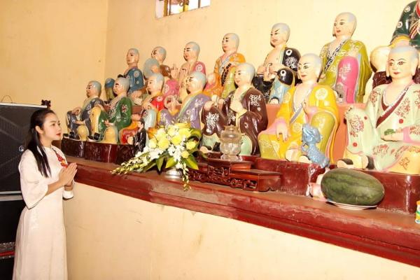 Amy Lê Anh dự lễ trùng tu chùa Sắc Tứ Trường Thọ