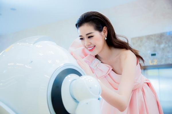 Bất ngờ với màn vũ đạo của hoa hậu Khánh Vân