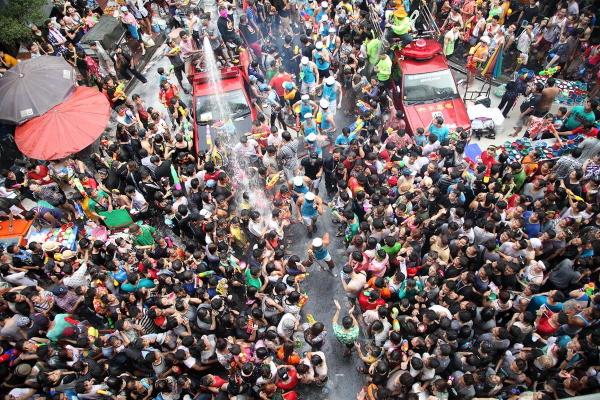 Hủy lễ hội té nước Songkran vì covid-19