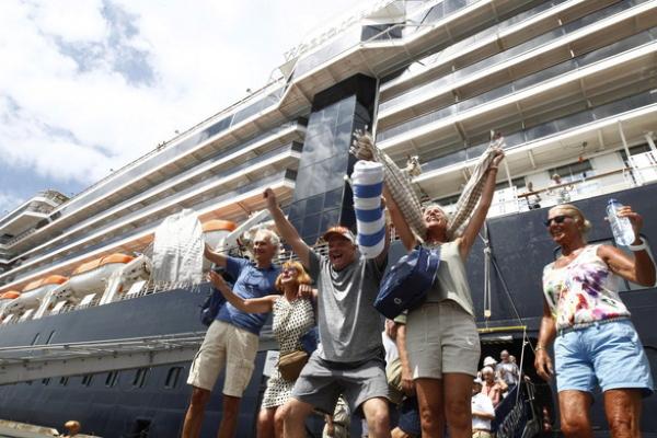 Tại sao khách trên du thuyền MS Westerdam bị các nước 'truy tìm'?