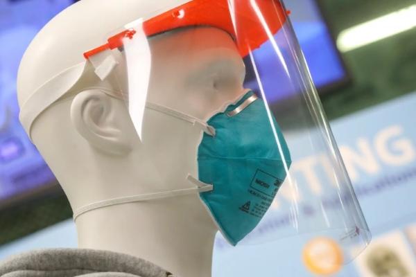 Tấm che mặt 3D giúp y bác sĩ tránh lây nhiễm virus corona