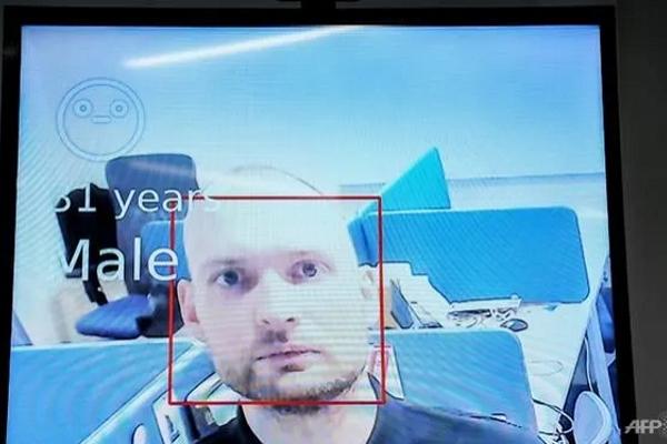 Nga giám sát người cách ly bằng AI