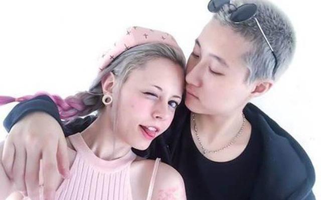Con gái Thành Long đính hôn với người tình đồng giới