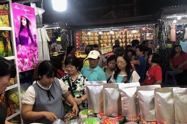 Phố đi bộ Nha Trang trở thành điểm nhấn thu hút khách du lịch