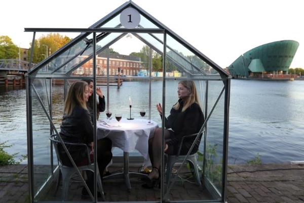 Phòng kính cách ly, giải pháp mới cho các nhà hàng, sau Covid-19