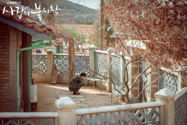Du khách đổ xô đến quân thôn Triều Tiên trong 'Hạ cánh nơi anh'