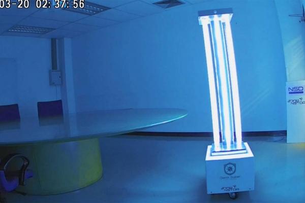 Robot diệt virus và mầm bệnh bằng tia UV