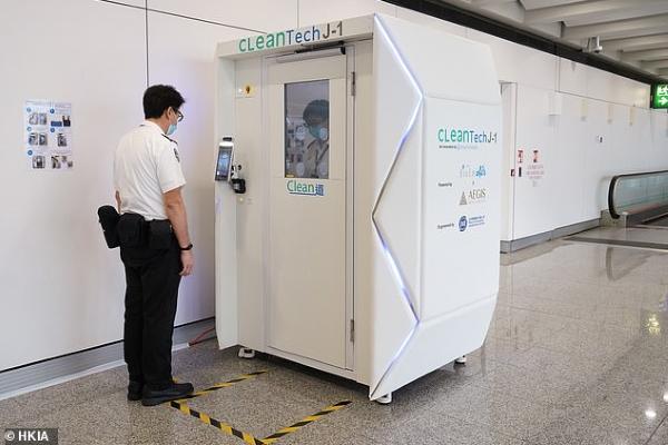 Sân bay đầu tiên trên thế giới có buồng khử khuẩn toàn thân