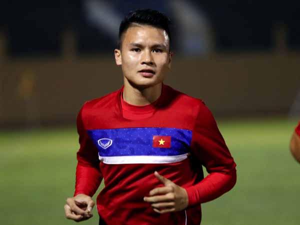 Tuyển thủ U23 Nguyễn Quang Hải khi trở về nhà