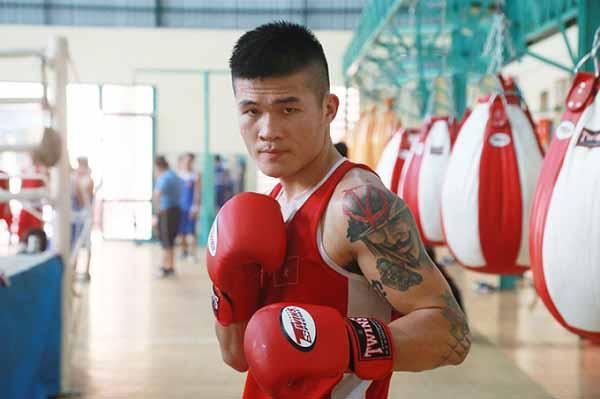 Nam vương boxing Việt phản ứng chỉ trích 'ngông cuồng' khi thách đấu Pierre Flores