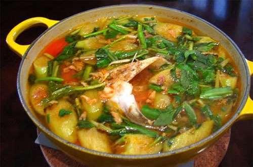 Cá nhám giàu nấu canh chua sả nghệ