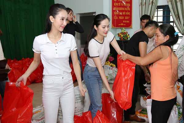 Á hậu Hà Thu giản dị trở về quê nhà làm từ thiện