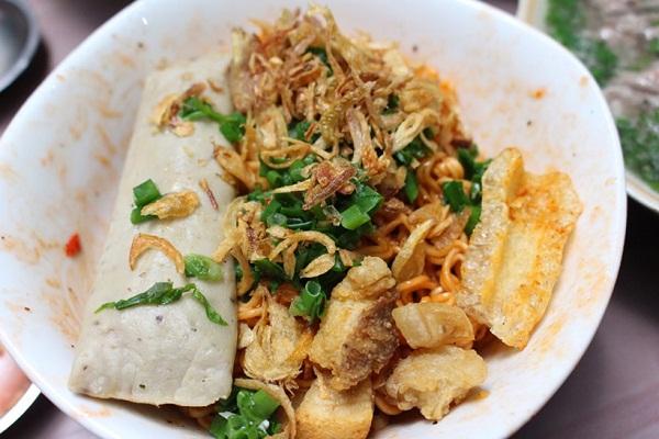Món mì gói trộn muối ớt gây thương nhớ cho người Sài Gòn