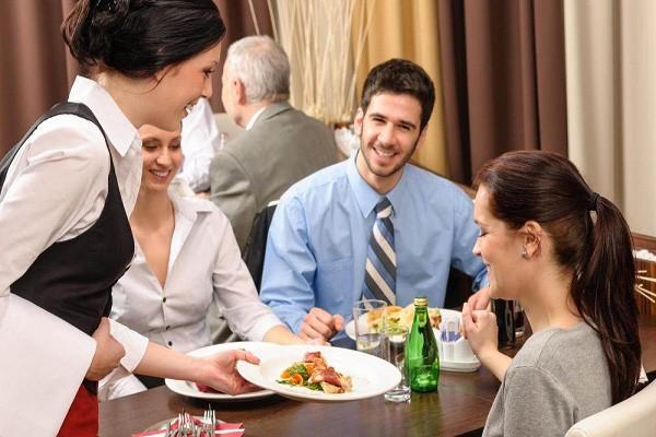 Mùa dịch COVID-19: Kỹ năng ăn uống an toàn khi ra ngoài