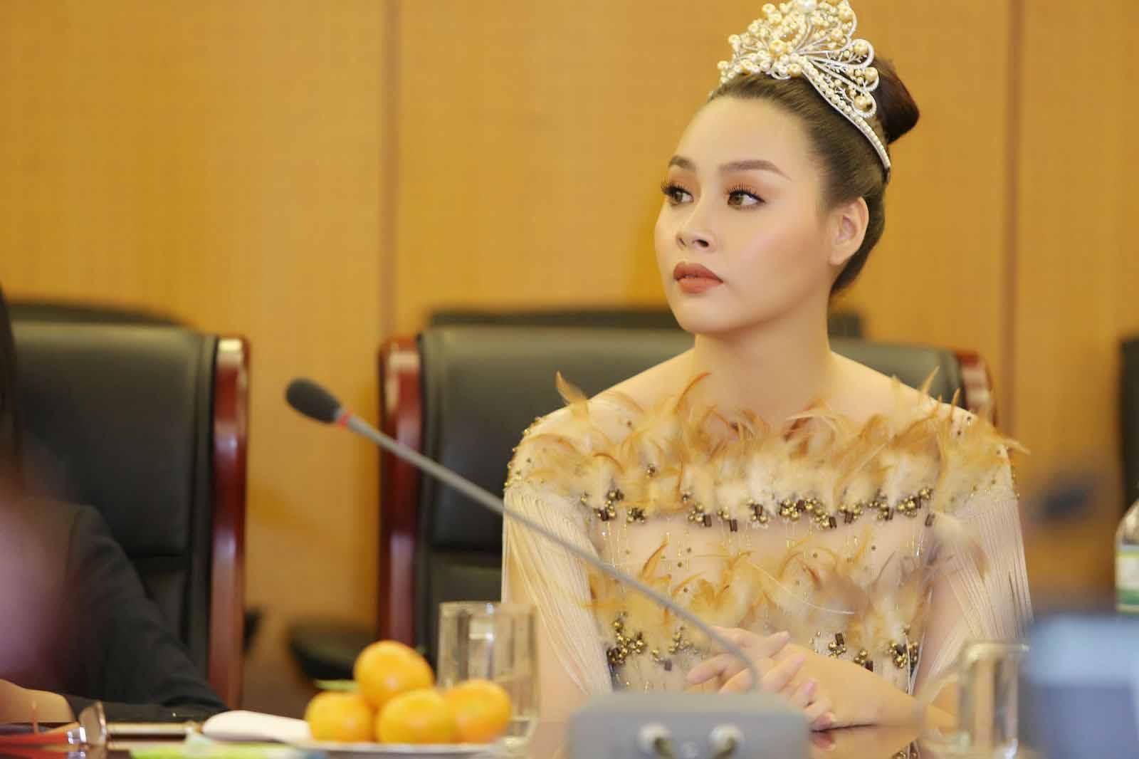 Hoa hậu Biển Thùy Trang vinh dự nhận danh hiệu 'Đại sứ môi trường'